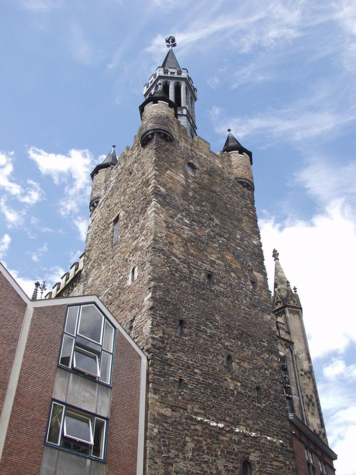 Der Granusturm aus dem 8. Jahrhundert ist das älteste erhaltene karolingische Bauwerk der Aachener Pfalzanlage.