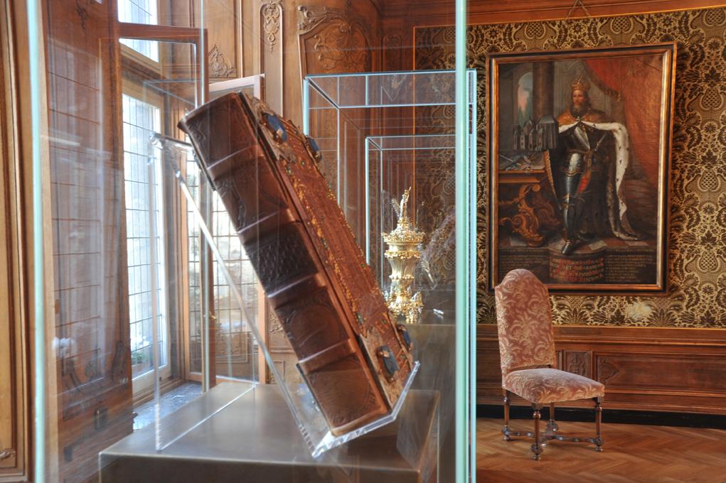 Das historische Goldene Buch der Stadt Aachen wurde erstmals im Juli 1902 für Kaiser Wilhelm II. geöffnet. Es war bis 1999 in Gebrauch.