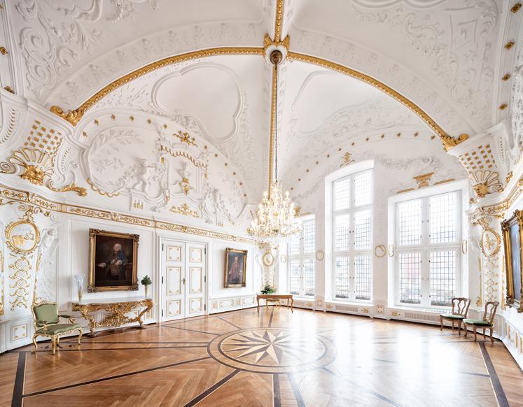 Der Rokoko-Saal wurde 1727/28 eingerichtet und nach den Zerstörungen durch den 2. Weltkrieg restauriert.