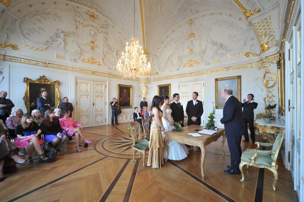 Der Weiße Saal ist ein beliebter Ort zum Heiraten.