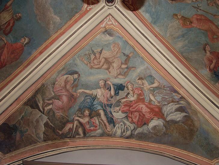 Die Szene aus der griechischen Mythologie von Johann Chrysanth Bollenrath (um 1730) wurde erst durch die Schäden des 2. Weltkriegs wieder sichtbar und danach freigelegt.