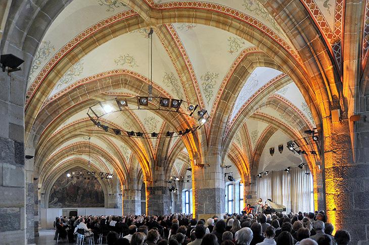 Im Krönungssaal finden regelmäßig Konzerte und andere kulturelle Veranstaltungen statt.